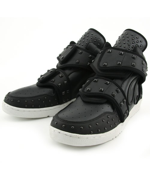 Studs-Velcro-Sneaker-Black